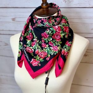 NWT DOLCE & GABBANA Floral Red Roses Square Scarf